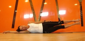 Lift your legs 3x30 s, feel in your abs!